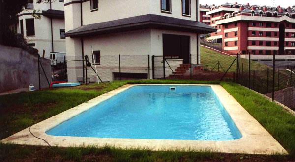 Piscinas bizkaia piscinas de poli ster for Piscinas enterradas poliester
